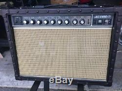 Ampli Guitare Roland Jc-77. No Speakers, Sinon En Bon État