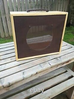 Le Cabinet Du Haut-parleur De Guitare. 1 X 12 Uk Hand Built Unloaded